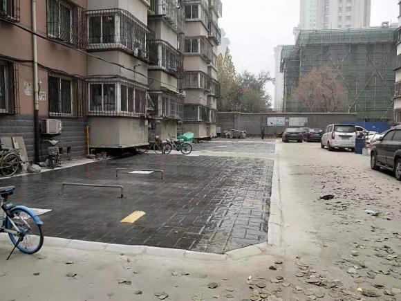 石紡小區(棉六)改造基本完成 停車位改造為壓印地坪美觀實用